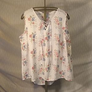 Light weight floral print tank with front tie